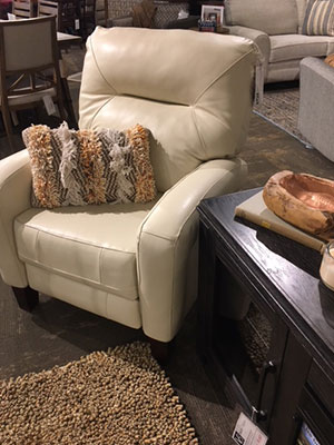 Cream Leather Accent Chair Chairs Vander Berg Furniture And Flooring Sioux Center